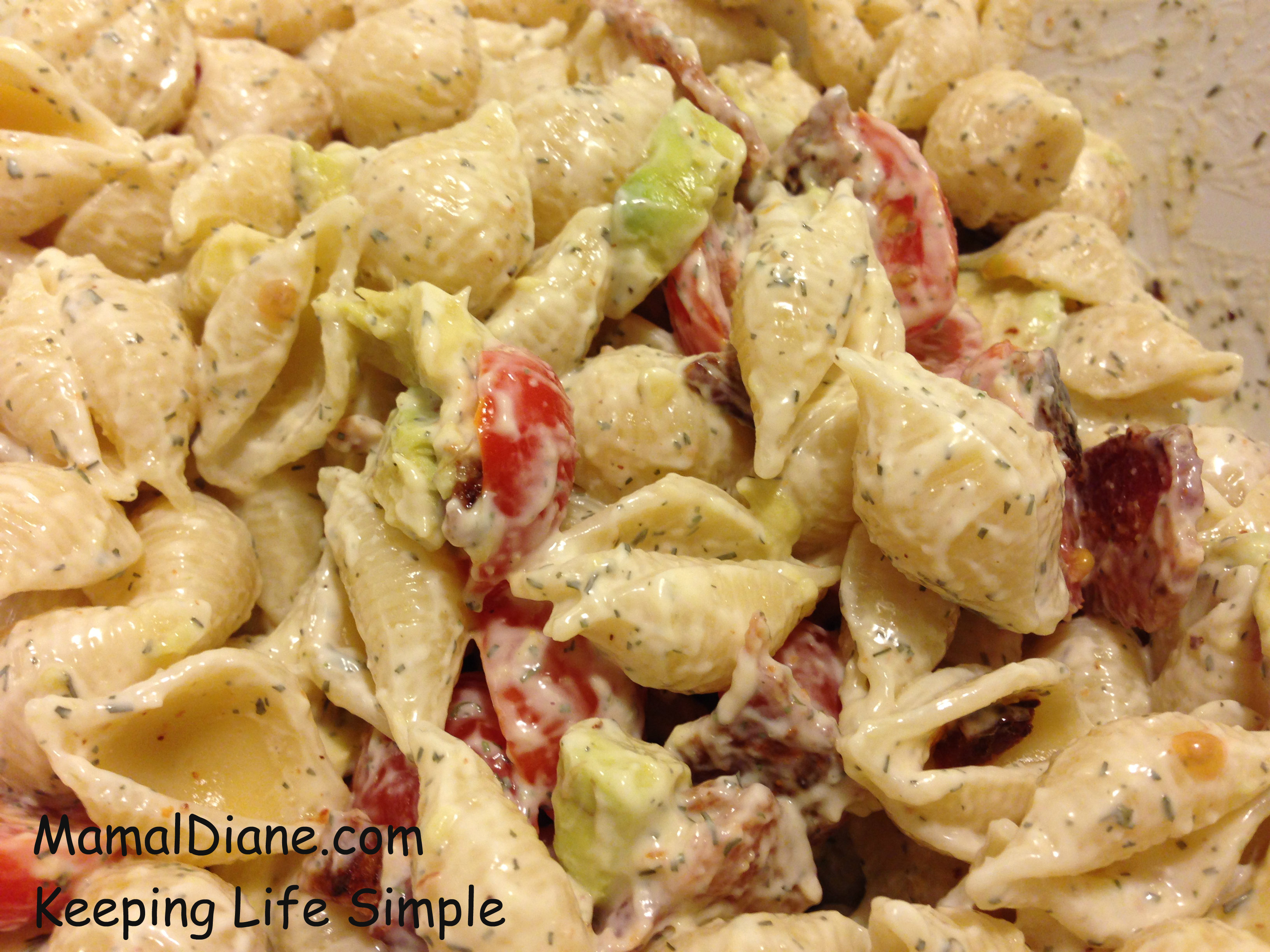 Creamy Bacon, Avocado, and Tomato Pasta Salad - Mamal Diane