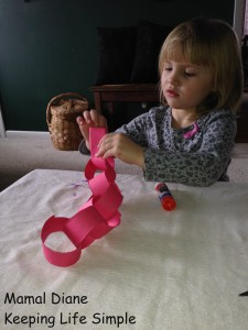 Red Paper Chain ~ Preschool Craft 024