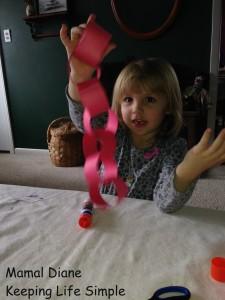 Red Paper Chain ~ Preschool Craft 025
