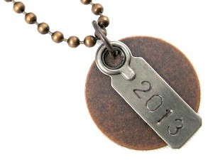 grungy-graduation-year-jewelry-necklace-5