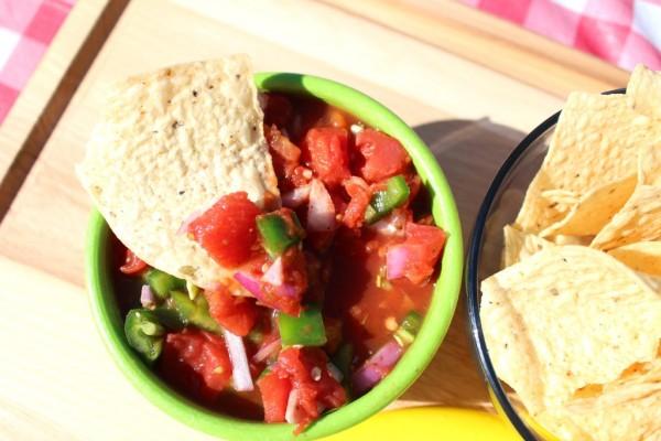 Easy-Homemade-Chunky-Salsa-Dip