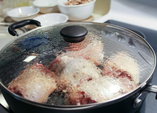 Crispy Chicken Thighs with a Mushroom Garlic Sauce 3
